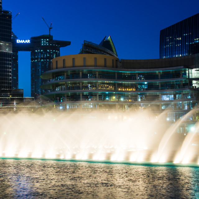 """""""Dubai fountain show at night with high rising water and music which attracts many tourist daily"""" stock image"""