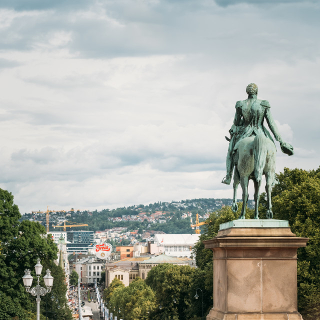 """""""Statue of Norwegian King and main street Karl Johans Gate leading to the..."""" stock image"""