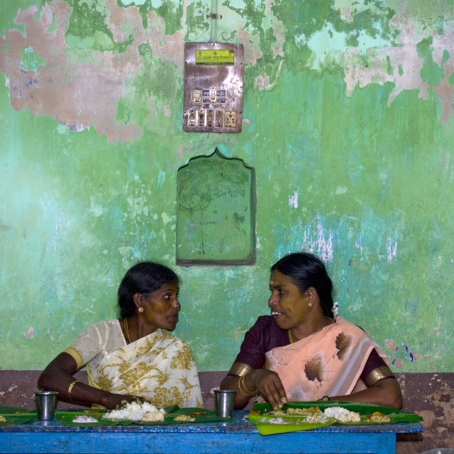 """Women In Sari In Front Of A Decrepit Wall Talking During Lunchtime At A..."" stock image"