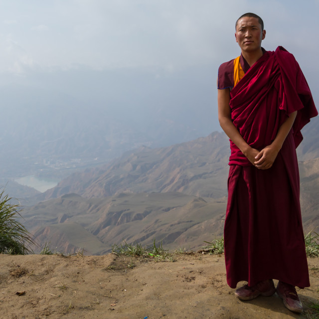 """""""Portrait of a tibetan monk in Shachong monastery with the yellow river in the..."""" stock image"""