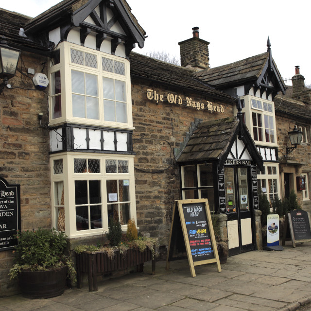 """The Old Nags Head pub, Edale village, Peak District National Park,..."" stock image"