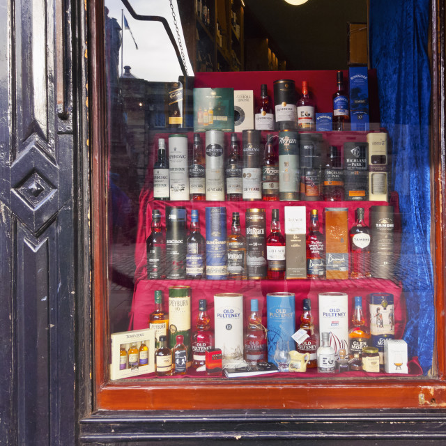 """""""UK, Scotland, Edinburgh, The Royal Mile, View of the specialist whisky shop."""" stock image"""
