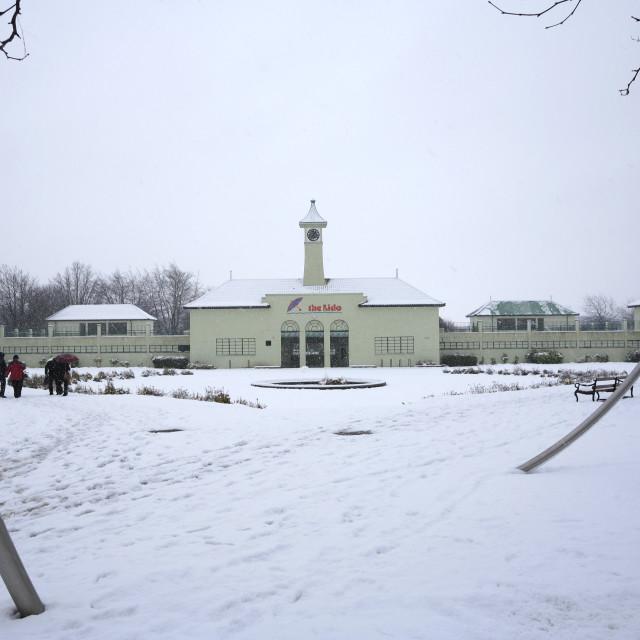"""Winter snow on the Lido swimming pool, Peterborough City; Cambridgeshire;..."" stock image"