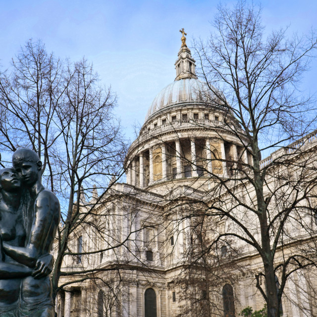 """""""St Paul's Cathedral and The Young Lovers"""" stock image"""