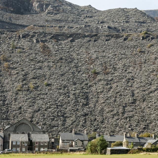 """""""Blaenau Ffestiniog, Gwynedd, North Wales; houses below slate quarry waste heaps"""" stock image"""