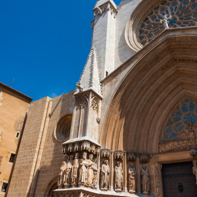"""Upward angled view of the exterior of Tarragona Cathedral, Tarra"" stock image"