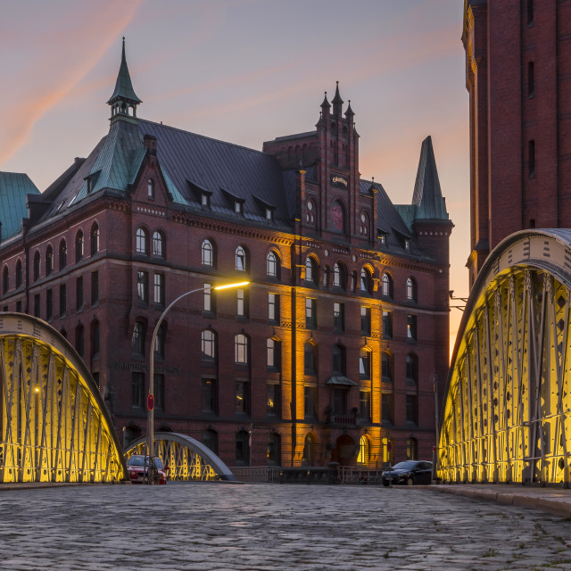 """""""View from the Neuerwegsbruecke to the Sandtorkai-Hof building at the..."""" stock image"""