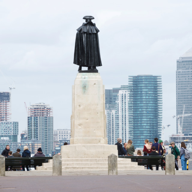 """""""General Wolfe statue overlooking Canary Wharf"""" stock image"""