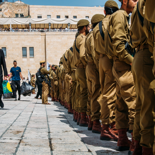 """""""Junior Israeli Defence Force soldiers in uniform pay homage at Jerusalem's..."""" stock image"""
