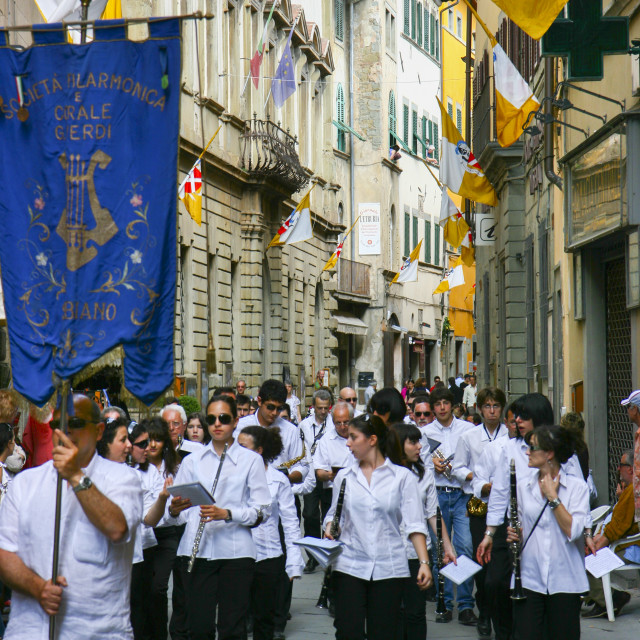"""Music festival procession through medieval town of Cortona, Tuscany Italy"" stock image"