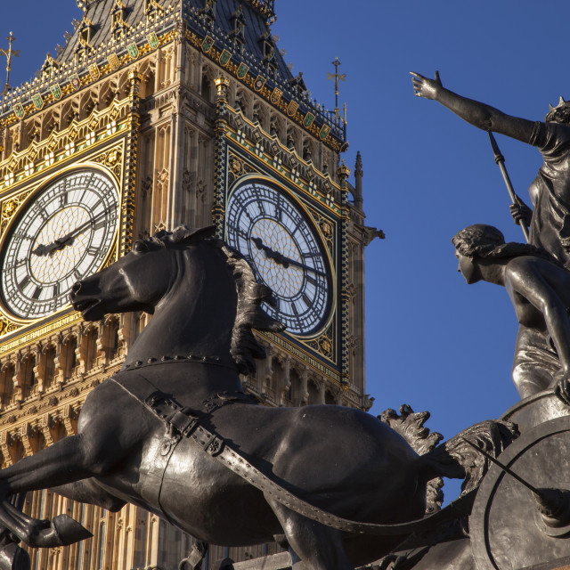 """""""Horse and chariot statue of Queen Boudicca and her daughters below Big Ben at..."""" stock image"""