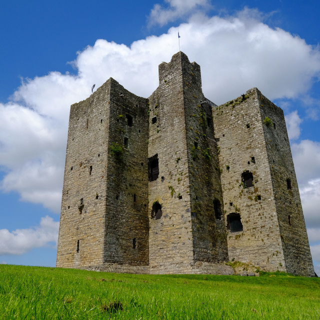 """""""Trim Castle, a Norman castle on the south bank of the River Boyne in Trim,..."""" stock image"""