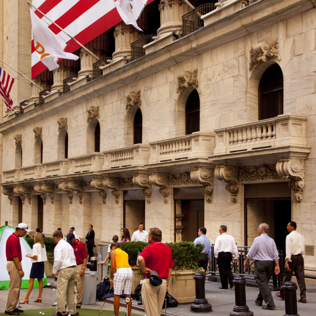 """""""""""PGA"""" day at Wall Street - Pro golfers give NYSE traders tips to improve..."""" stock image"""