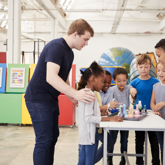 """""""School kids taking part in an experiment at a science centre"""" stock image"""