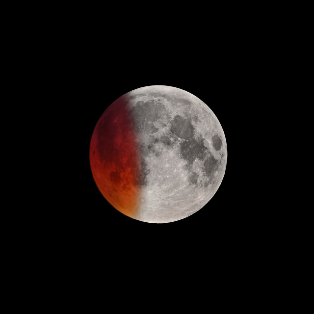 """""""Beginning of Super Bloody Moon full eclipse"""" stock image"""