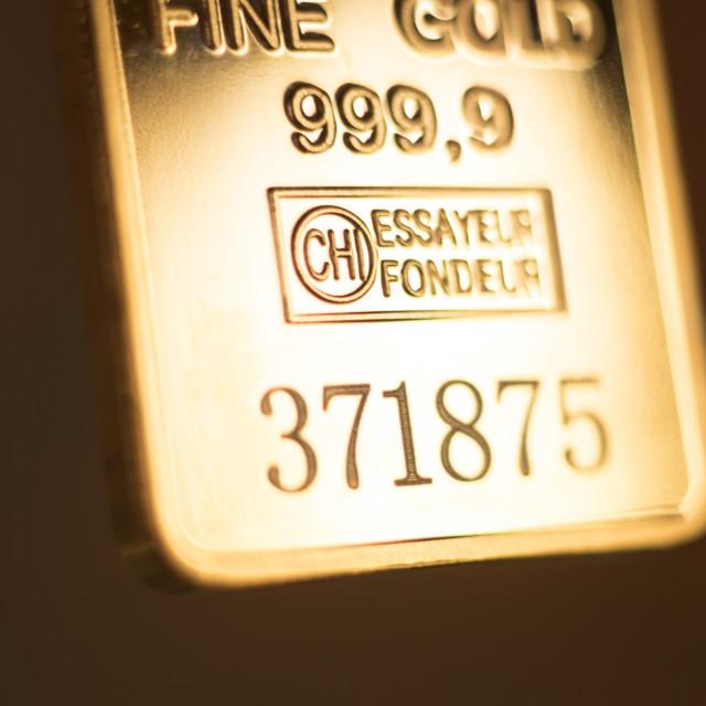 """Gold bullion ingot 999.9 bar"" stock image"