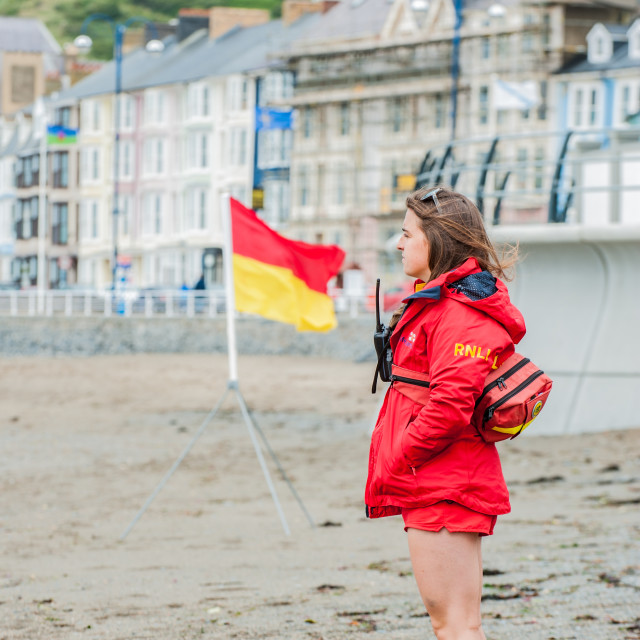 """Aberystwyth, Ceredigion, WestWales 1st June 2016 UK Weather: Even with gusts of wind in the low twentys people still came out to enjoy the rough seas and dry weather this afternoon."" stock image"