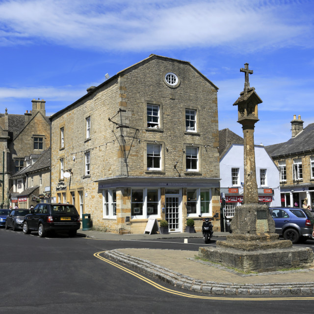 """Street view and the Market Cross, Stow on the Wold Town, Gloucestershire,..."" stock image"