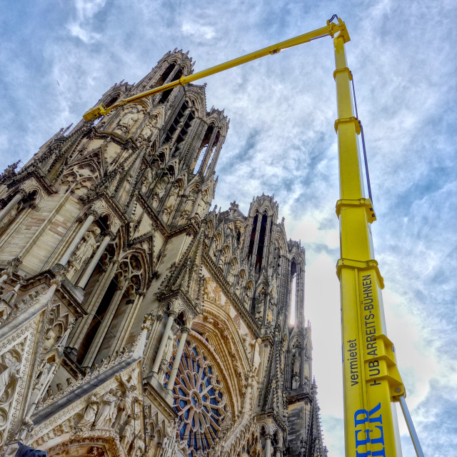 """""""Repairing Reims cathedral"""" stock image"""
