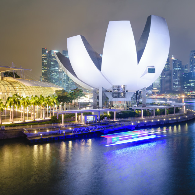 """SINGAPORE, 27 OCT 2015: A boat passes in front of the ArtScience Museum and..."" stock image"