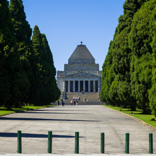 """""""Pathway in Kings Domain park leading to Shrine of Remembrance, Melbourne, Victoria, Australia. The Shrine of Remembrance is one of Australias largest war memorials dedicated to the people who served in and were affected by World War I and II. It was offic"""" stock image"""
