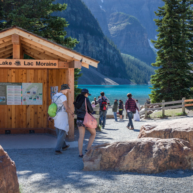 """""""Travellers at the picturesque aqua coloured Moraine Lake in Banf"""" stock image"""