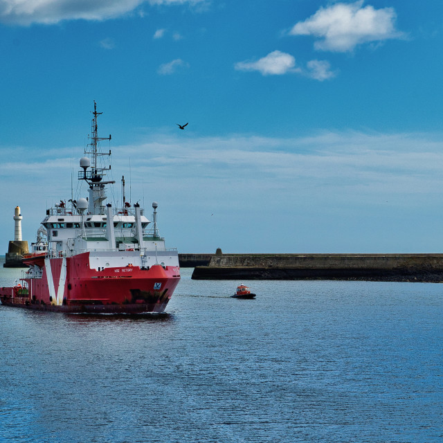 """Safety vessel enters Aberdeen Harbour"" stock image"