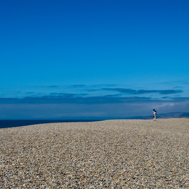 """""""Vast stretch of pebble beach, Chesil beach, around 18 miles long on the South West coast of England, Dorset, England, UK.Chesil beach is a popular landscape attraction in the south west of England, connecting the Isle of Portland to mainland Dorset. The 1"""" stock image"""