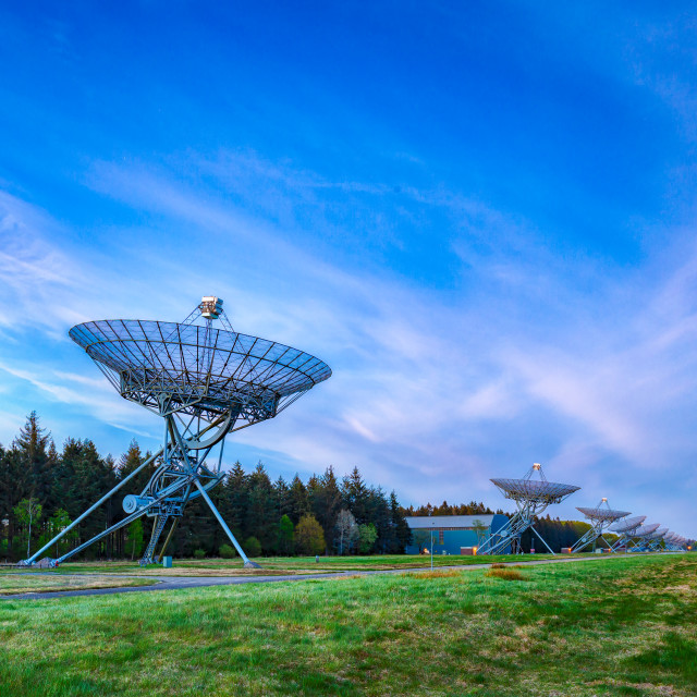 """""""The Westerbork Synthesis Radio Telescope (WSRT) during dusk, with a light..."""" stock image"""