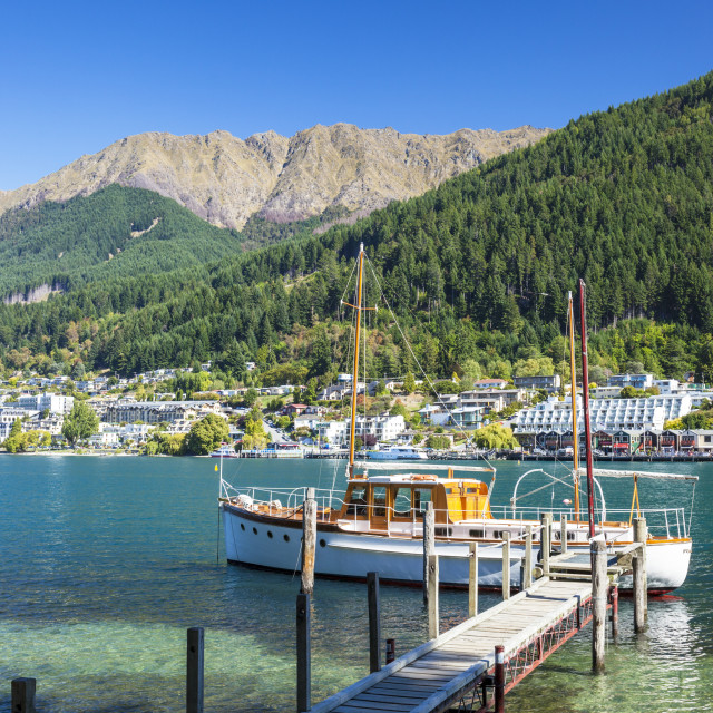 """""""Yacht by Lake Wakatipu, Bobs Peak and Mount Hanley, Queenstown, South Island,..."""" stock image"""