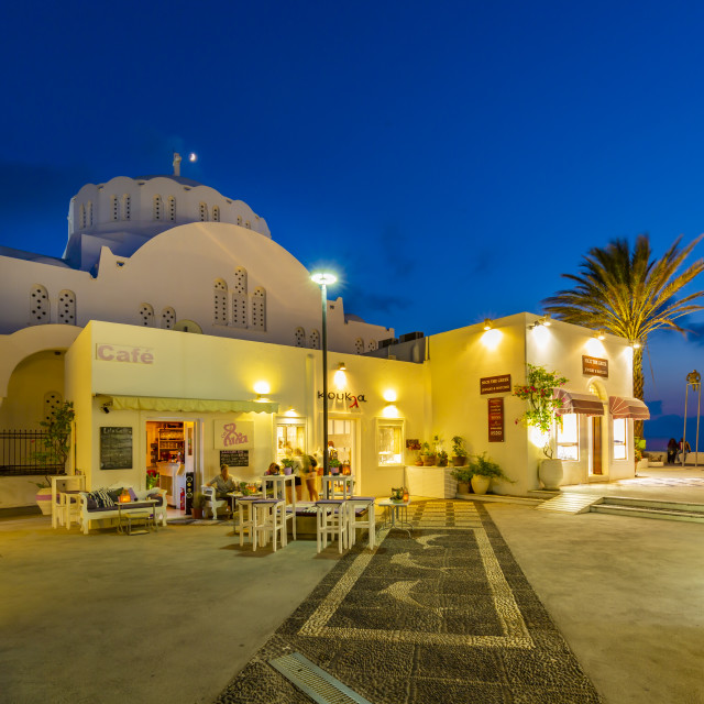 """""""View of Orthodox Metropolitan Cathedral and cafe at dusk, Fira, Firostefani, Santorini (Thira), Cyclades Islands, Greek Islands, Greece, Europe"""" stock image"""