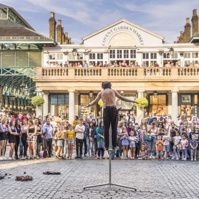 """""""A street performer in Covent Garden Market in Covent Garden, London, England,..."""" stock image"""
