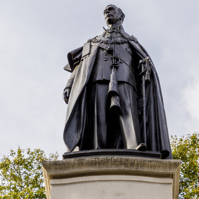 """""""The King George VI memorial statue in Pall Mall in London, England, United..."""" stock image"""
