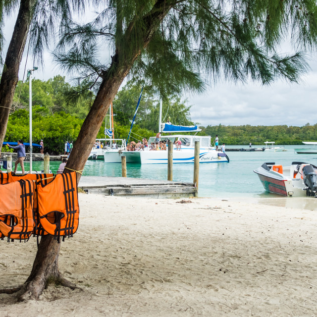 """Embarkation and disembarkation point on the island of Île aux Cerfs, Mauritius, Indian Ocean. Île aux Cerfs is a privately owned island near the east coast of Mauritius. The island of lies off Trou d'Eau Douce in the largest lagoon of Mauritius and off"" stock image"