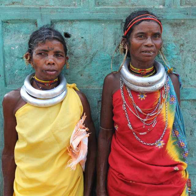 """""""Godaba tribeswomen pausing with shopping on the long walk back to their..."""" stock image"""