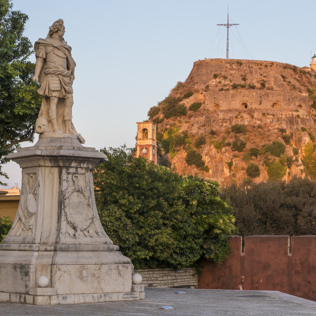"""Statue of Count Schulenburg with the old fortress of Corfu Town (Kerkyra) in..."" stock image"