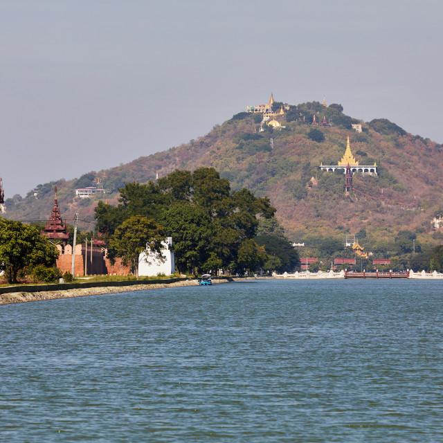 """""""Palace moat and Mandalay Hill, Mandalay, Myanmar. The Su Taung Pyae Pagoda..."""" stock image"""