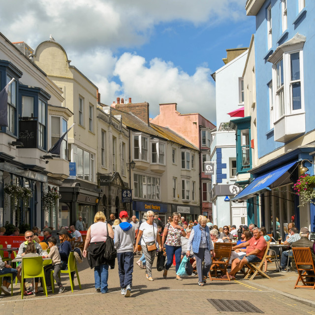 """""""People dining on outdoor tables in Tenby, West Wales."""" stock image"""