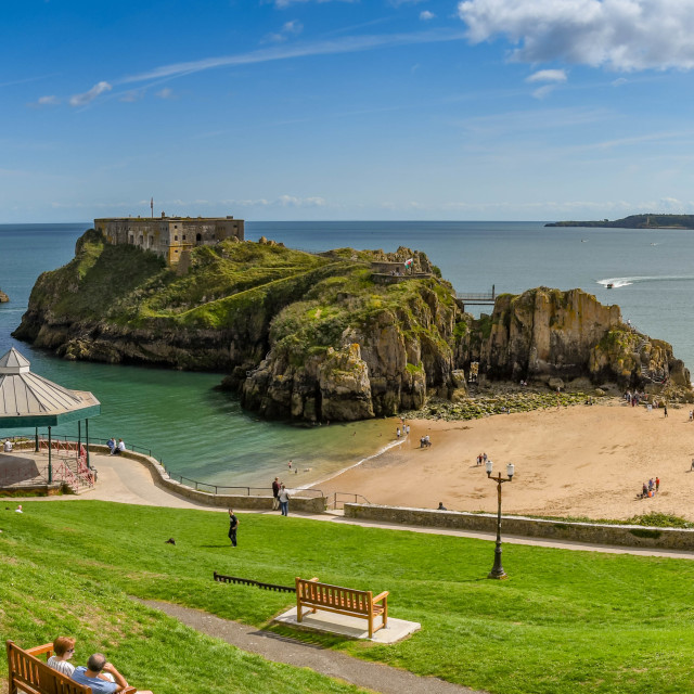 """""""Panoramic view of Castle Beach and St Catherine's Island in Tenby, West Wales."""" stock image"""