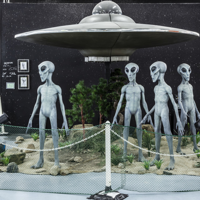 """Flying saucer UFO and aliens exhibit, UFO Museum, Roswell, New Mexico USA"" stock image"