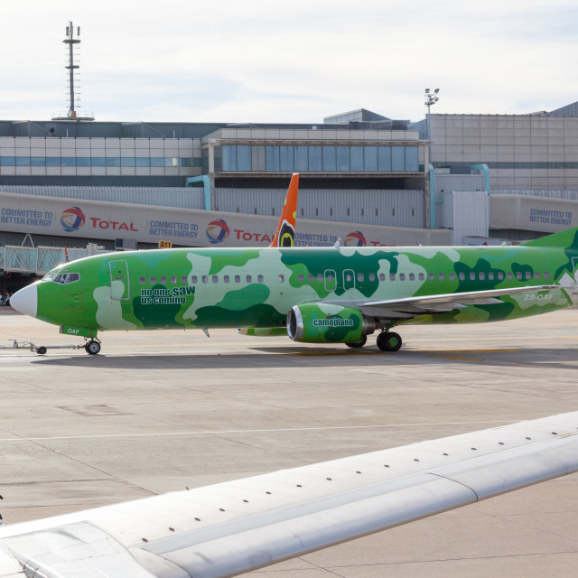 """Kulula Camoplane Livery Boeing 737 ZS-OAF at Johannesburg O. R."" stock image"