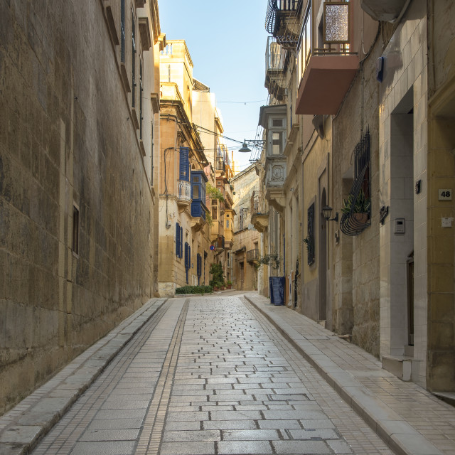 """""""narrow streets of Vittoriosa, Malta. Traditional limestone buildings and covered balconies."""" stock image"""