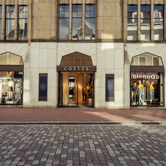 """""""Costes storefront on the Sarisgang in Dordrecht"""" stock image"""