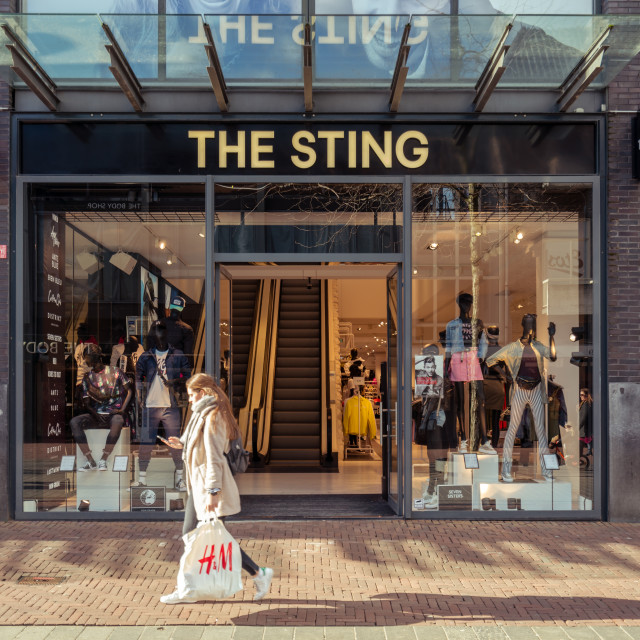 """H&M walking past the Sting"" stock image"