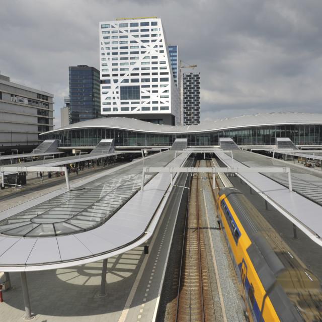 """""""Utrecht Utrecht CS Centraal station met vertrekkende trein. Utrecht Central..."""" stock image"""