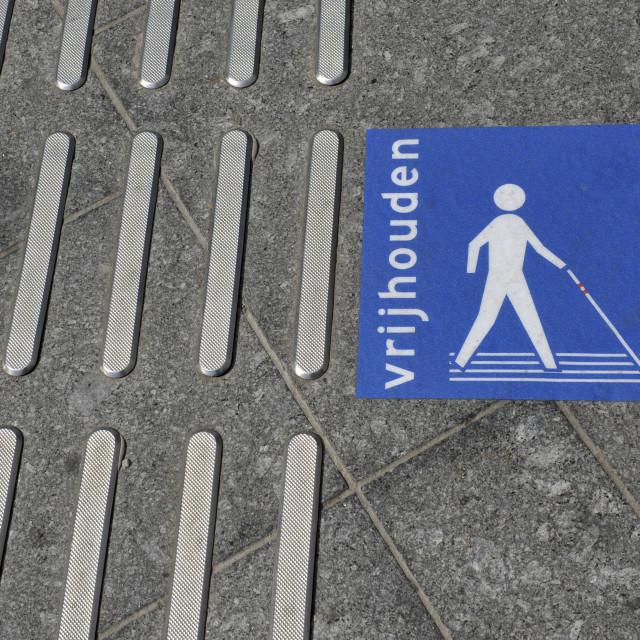 """""""Utrecht CS Een geleidestrook, blindengeleidestrook of ribbelstrook. Tactile..."""" stock image"""