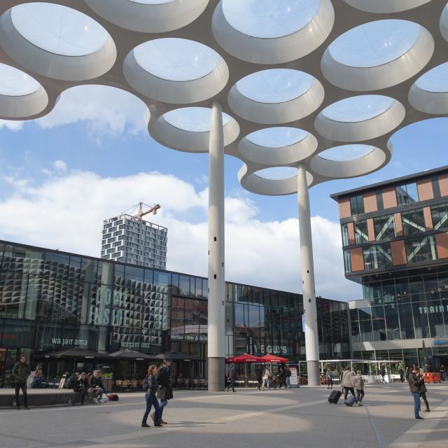 """Utrecht Bollendak op Stationsplein."" stock image"