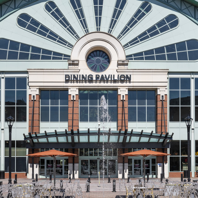 """The Mall of Georgia dining pavilion, Beuford, Georgia"" stock image"