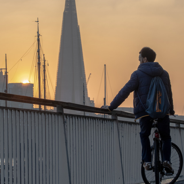 """""""Cyclist eyeing The Shard at sunset"""" stock image"""