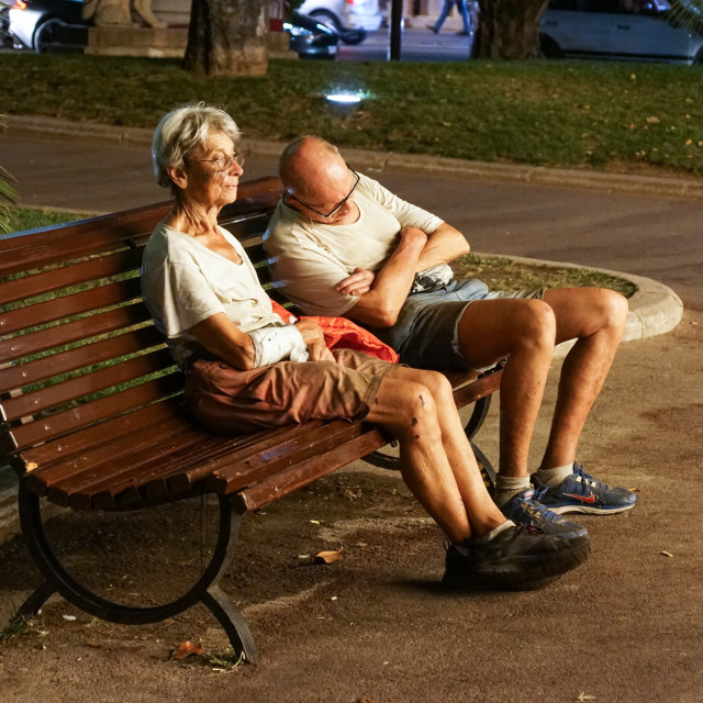 """""""Monaco France 16 August 2017 : Homeless couple . Man is sleeping on a park..."""" stock image"""